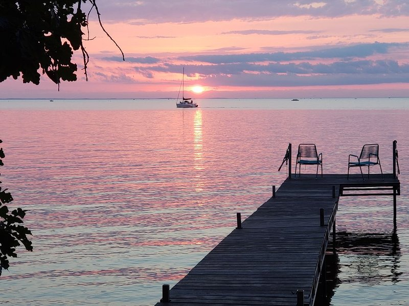 Great, secluded spot on Mille Lacs.  We own 300 feet on the lake mostly sand., alquiler de vacaciones en Isle