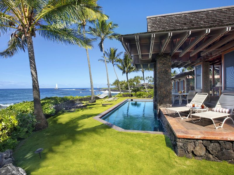 Sunset Makai Hale: Luxury Oceanfront Home w/ Pool! Extraordinary Sunset Views!, vacation rental in Kekaha