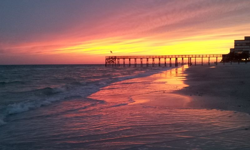 Beautiful Beach Front Condo. Watch Dolphins from Your Bedroom!, holiday rental in Redington Beach