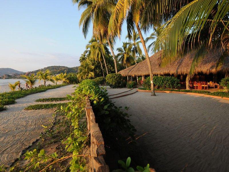 Casa De Los Pajaros: Newly Remodeled Beach Home!, holiday rental in Zihuatanejo