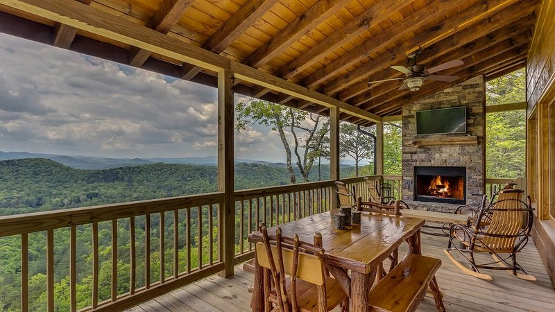 Relaxing, Secluded Cabin, Gorgeous Sunset/Mountain Views, Pool Table, Hot Tub, alquiler de vacaciones en Blue Ridge