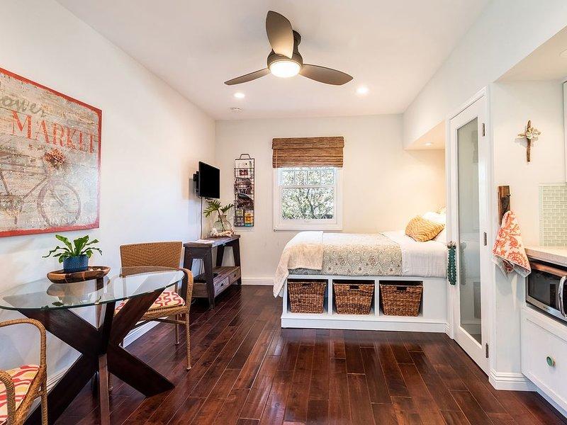 Hermosa Studio in Most Desirable Area, holiday rental in Gardena
