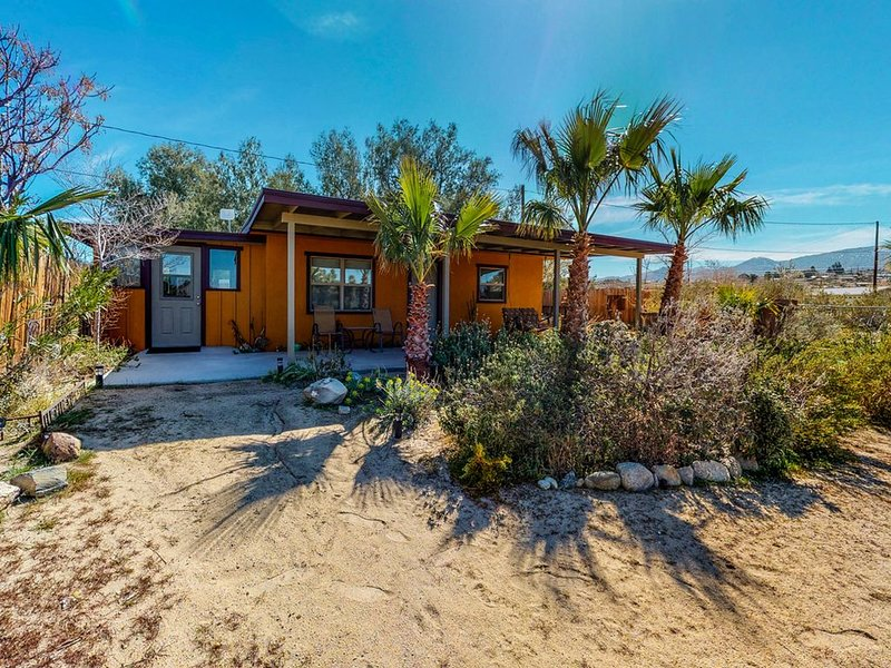 The Bungalow in Downtown Joshua Tree - A Renovated Mid-Century Bungalow, vacation rental in Joshua Tree
