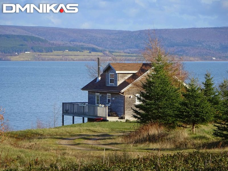 West LA Chalet by DMNikas Spectacular Lakefront near INVERNESS, holiday rental in Mabou