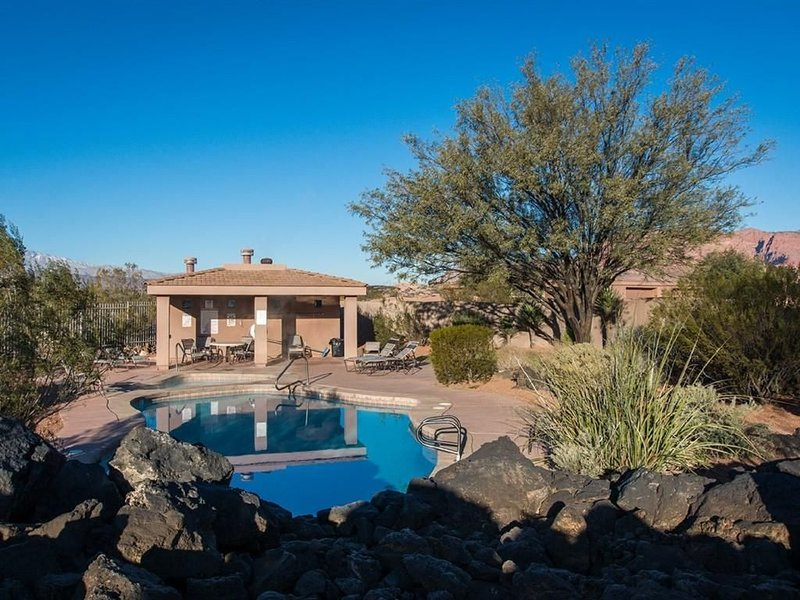 Luxurious Entrada 3 BD/3 BA  Gated Community with Pool. Near Snow Canyon, vacation rental in Santa Clara