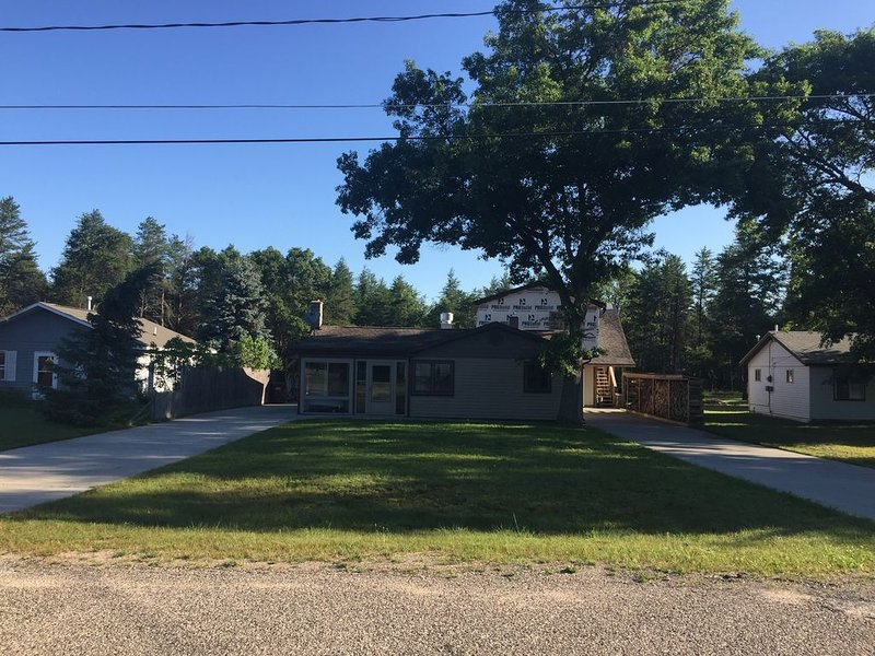 St. Helen - Ultimate Man Cave  ladies will Love it too!, holiday rental in Lupton