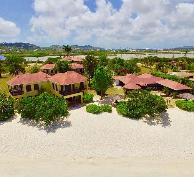 Apartment 6 : Beachfront 2-Bedroom Apartment, alquiler de vacaciones en Saint John Parish