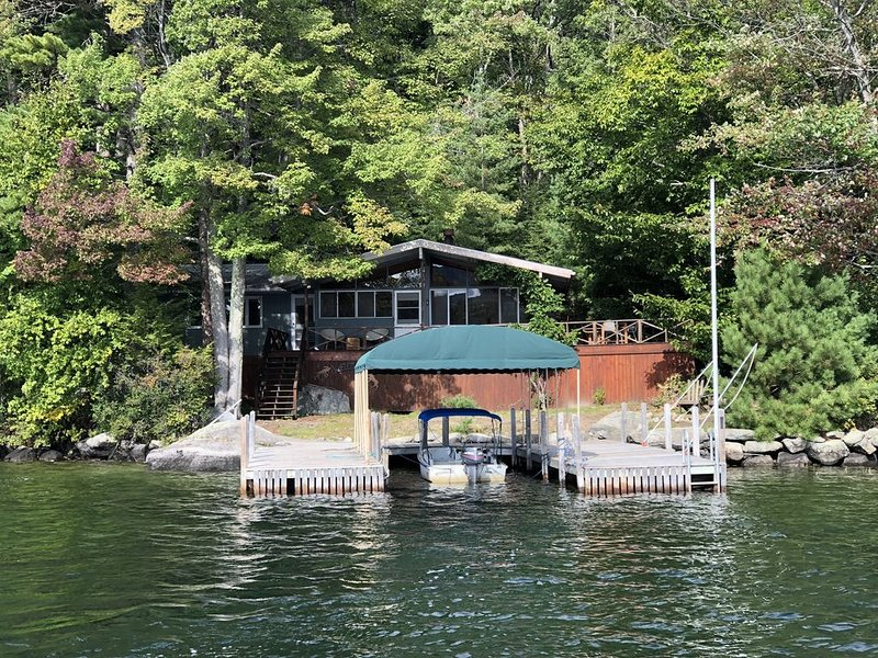 Sleepers Island Lake House--BOAT REQUIRED TO ACCESS THIS PROPERTY!, holiday rental in Alton