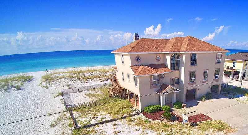 Fantastic Gulf Front Home, Ideal for Events and Family Reunions., vacation rental in Pensacola Beach