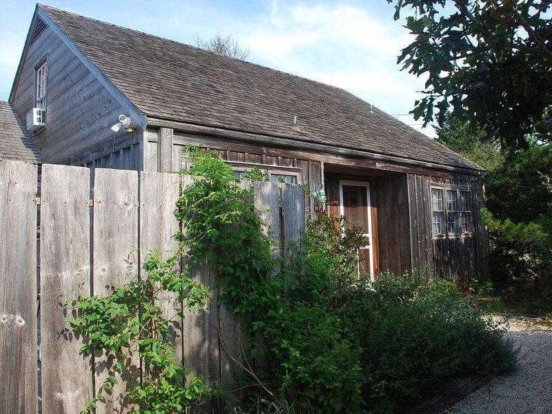 Scheffer Beach Cottage, 200 Yards from Private Beach, location de vacances à Amagansett