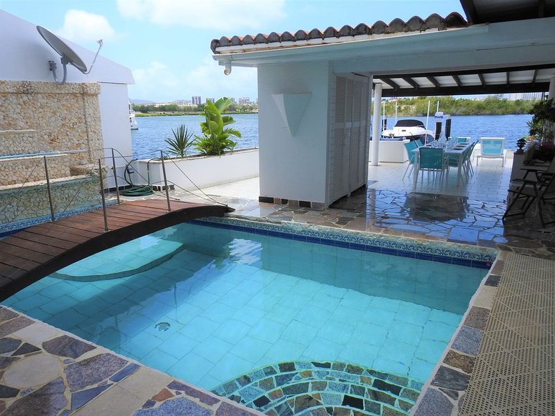 Waterfront Villa Venezia - Gorgeous and Relaxing, holiday rental in Mullet Bay