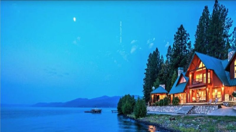 Quiet family-friendly house on lake CDA; with private boat dock, holiday rental in Worley