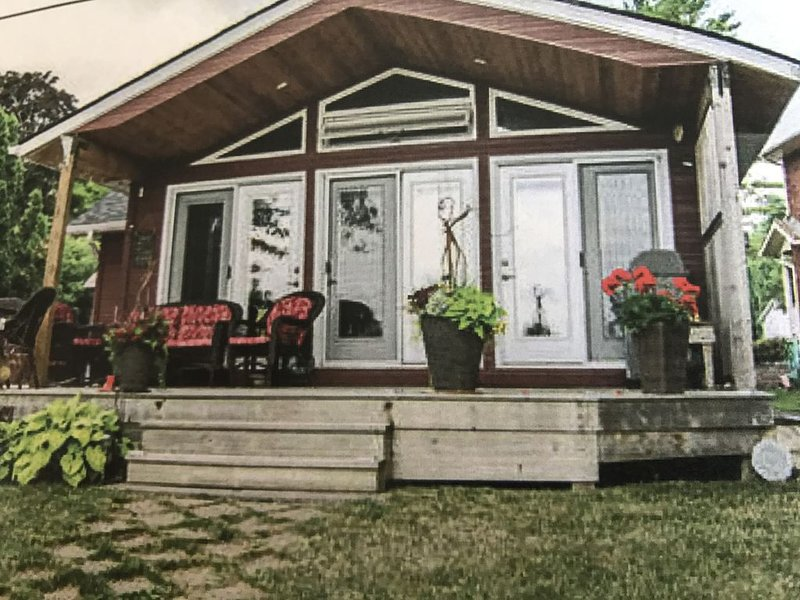 Peaceful Waterfront Retreat on Lake Simcoe, alquiler de vacaciones en Beaverton