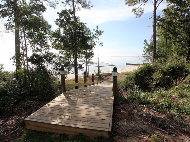 Private Beach On Perdido Bay--Great Views From Screened Porch--Perfect Spot.., holiday rental in Elberta