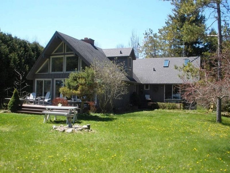 Get away from it all at this serene, modern Door County estate., vacation rental in Algoma