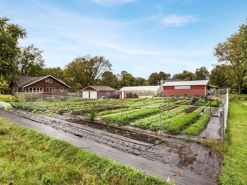 Urban FarmStay at Dogpatch Urban Gardens, holiday rental in Des Moines