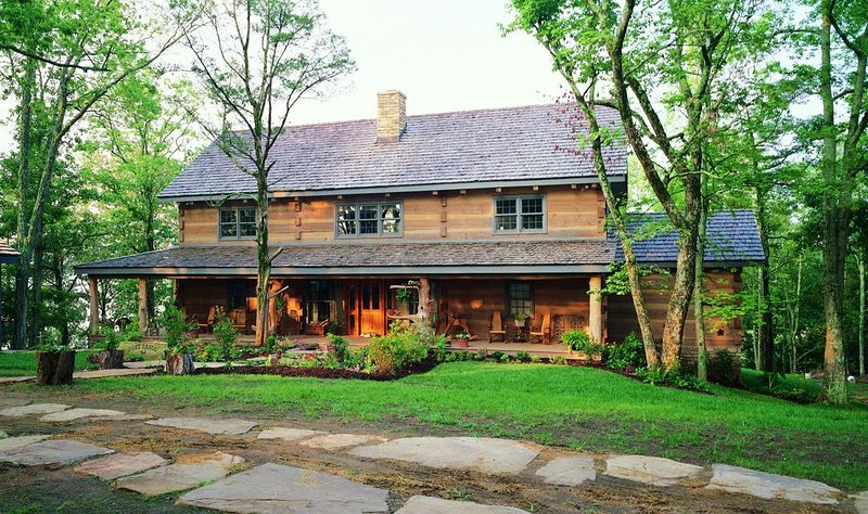 Luxury Log Home. Douglas Lake Estate. 40 acres with only 2 homes., holiday rental in Dandridge