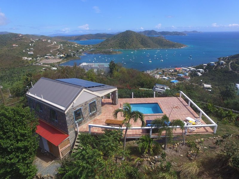 Amazing view with pool 2 bedroom stone cottage in Coral Bay, holiday rental in Coral Bay