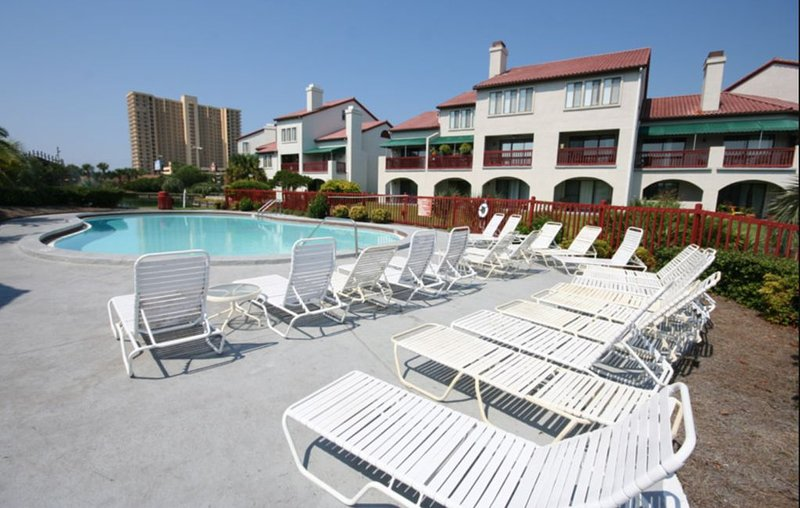 Pool, boat dock, waterfront, steps to beach, restaurants & nightlife., holiday rental in Panama City