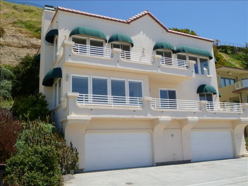 Panoramic Ocean Views - Across Street from Beach - Gated, location de vacances à La Selva Beach