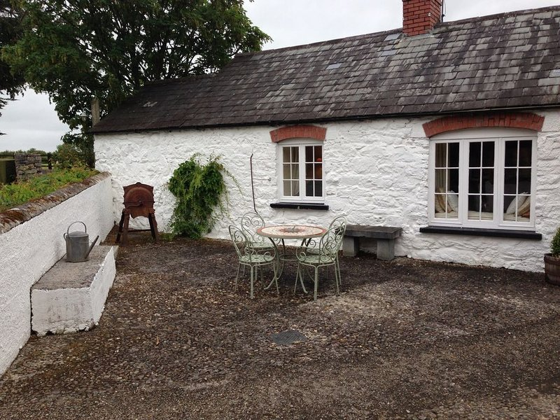 Traditional Irish Barn in Beautiful and Tranquil Countryside, holiday rental in Gorteen