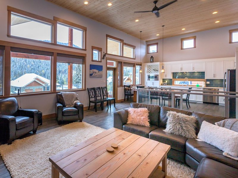 Back In TIme Lodge, Ski In, Ski out or Shuttle to Village – semesterbostad i Sun Peaks