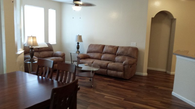 Refurbished July 2015, 3/2 Condo Small Gated Community, Smoke & Pet Free!, holiday rental in Loughman