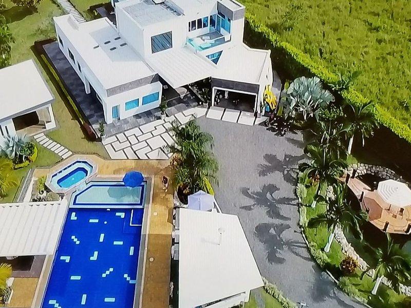 Beautiful Villa Estate, holiday rental in Combia