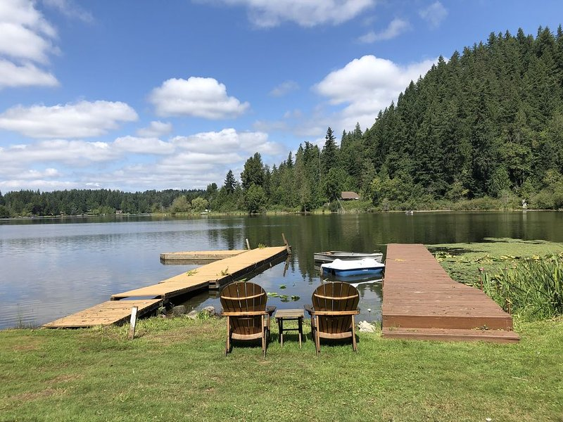 Located on 80 acre lake with hiking trails great for social distancing., location de vacances à Newcastle