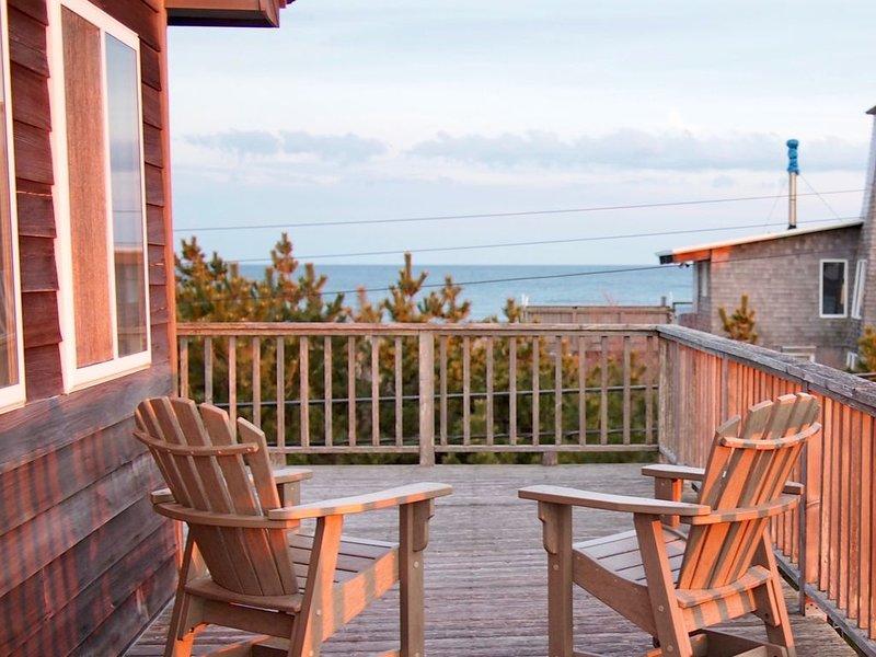 Treetop beach house with amazing views, aluguéis de temporada em Cherry Grove