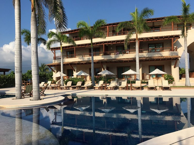 Equipped Studio Beach Front, holiday rental in Zihuatanejo