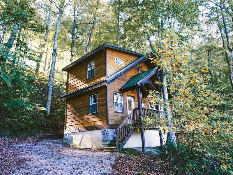 Fireside, Extraordinary Couples Cabin, holiday rental in Rogers