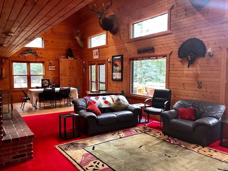 Premier, Secluded Lodge - December Holiday Special and Snowmobilers Paradise!!, holiday rental in Irons