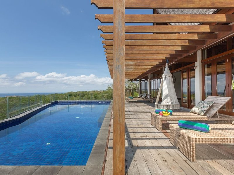 Luxury and Exclusive Pool Villa With Ocean View, vacation rental in Nusa Dua