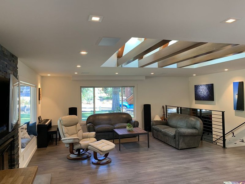 Beautifully Remodeled, Modern, 4BR 3BA Home in Incline Village, alquiler vacacional en Incline Village