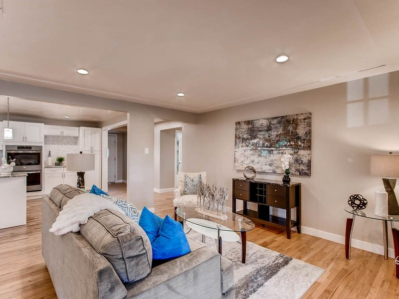 3 bed/2 bath home just minutes from downtown Denver, holiday rental in Edgewater