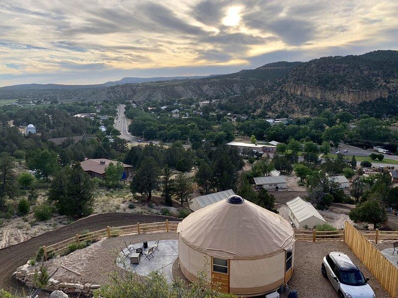 Yurt Overlook #7 at East Zion Resort (2 King beds), vacation rental in Mount Carmel