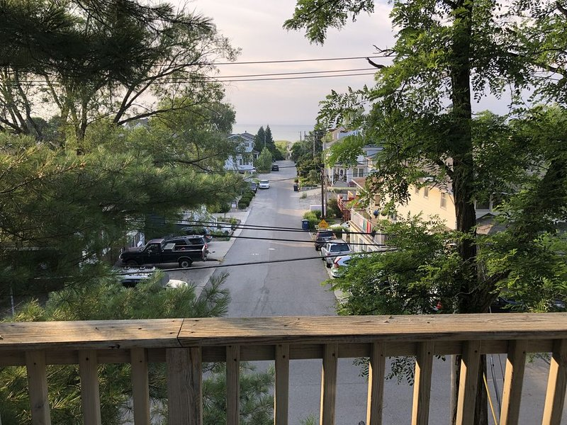 Lakeview House with parking, holiday rental in Beverly Shores
