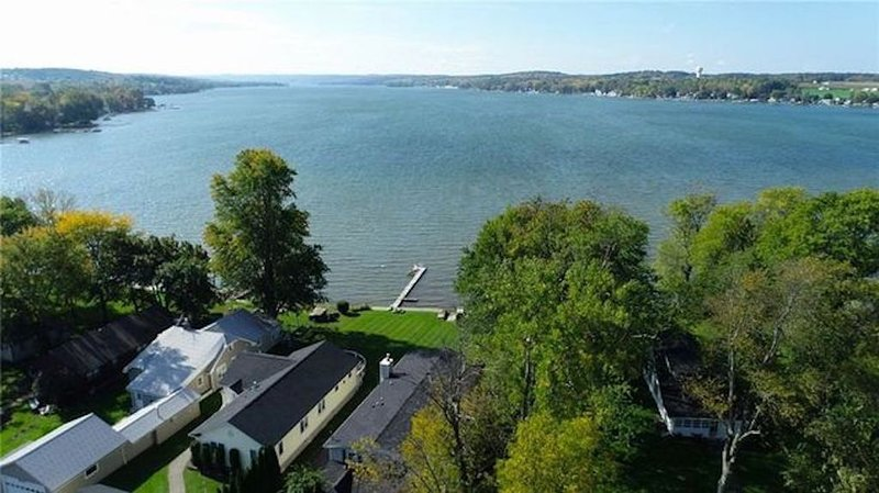 Relaxing 2 Kitchen Conesus Lake Home, Game Room & Wellness Center, alquiler vacacional en Lakeville