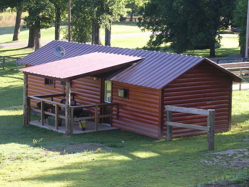 The Cabin at Panther Valley Ranch, holiday rental in Fountain Lake