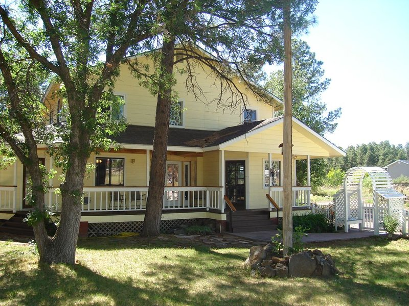 Fantastic Mountain Getaway Home in the Pines!, location de vacances à Pinetop-Lakeside