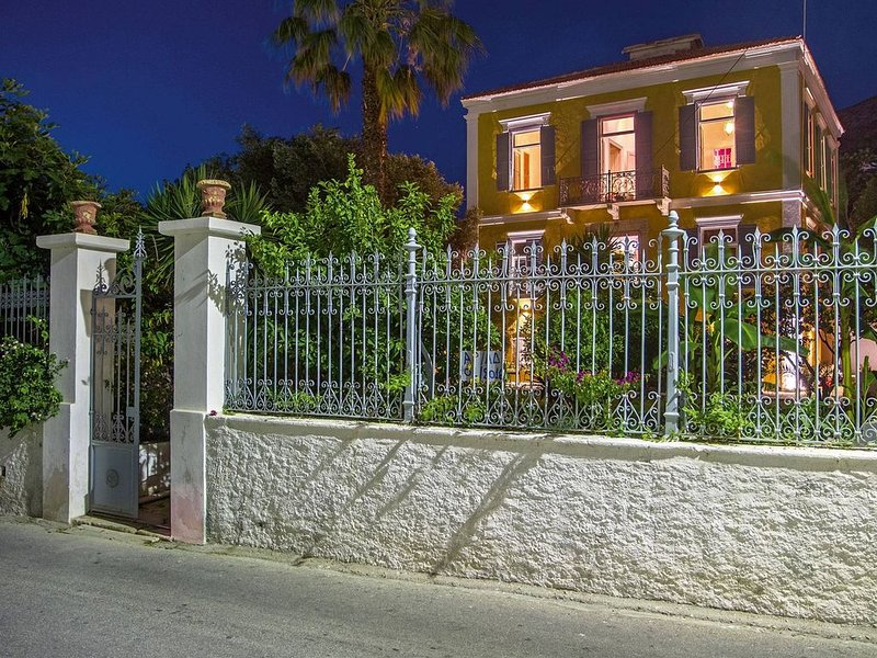 A neoclassical gem in the heart of a greek fisherman village., holiday rental in Lakki