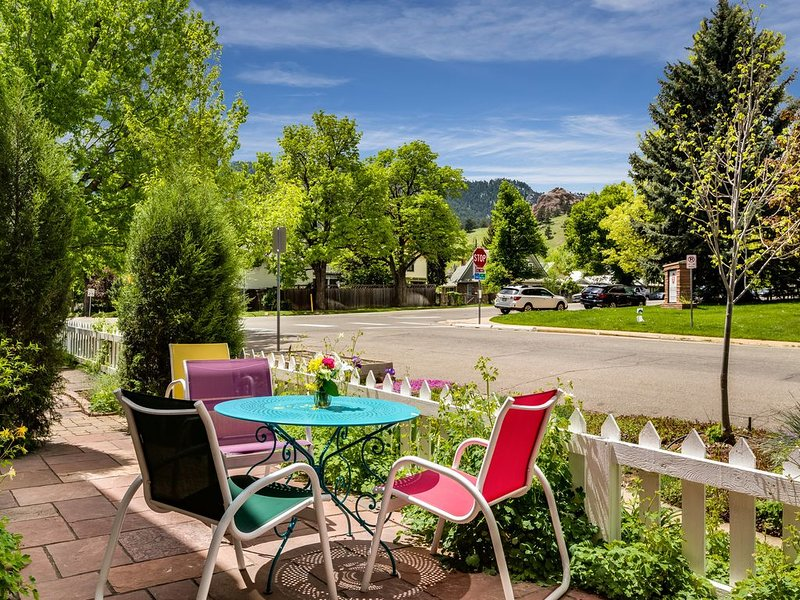 Kid-Friendly Sunny Retreat, Close to Trails, holiday rental in Eldorado Springs