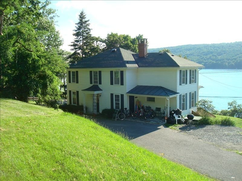 Beautiful 4-Season House & Beach, Stunning View, Great Offseason Rates!, holiday rental in Dundee