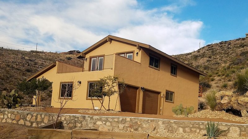 Canyon Vista Home, exclusive neighborhood with magnificent views of White Sands, holiday rental in High Rolls Mountain Park