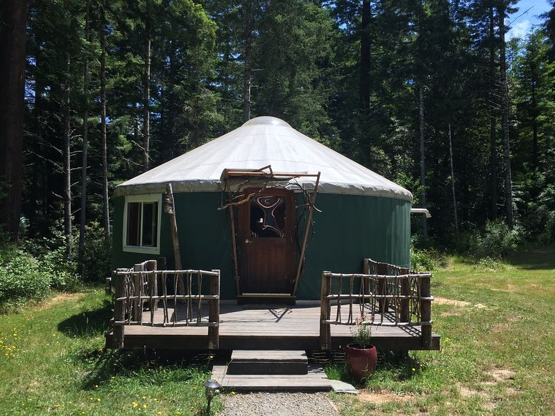 YURT with Sauna & Treehouse set in the Redwoods & Meadows at Private Family Farm, holiday rental in McKinleyville