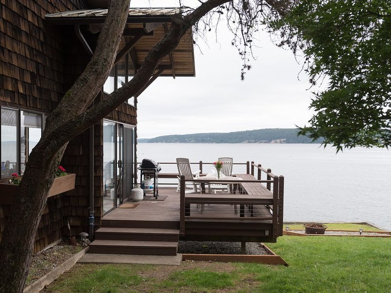 Whidbey Island  'Buddy's Beach House' - Amazing location on the beach, casa vacanza a Langley
