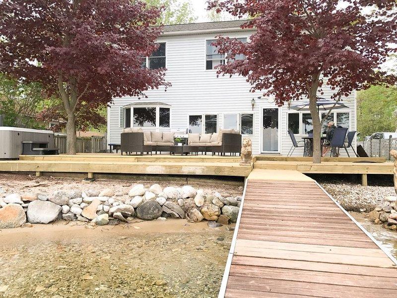 Beautiful Lake Front Property on Big Platte Lake, holiday rental in Beulah