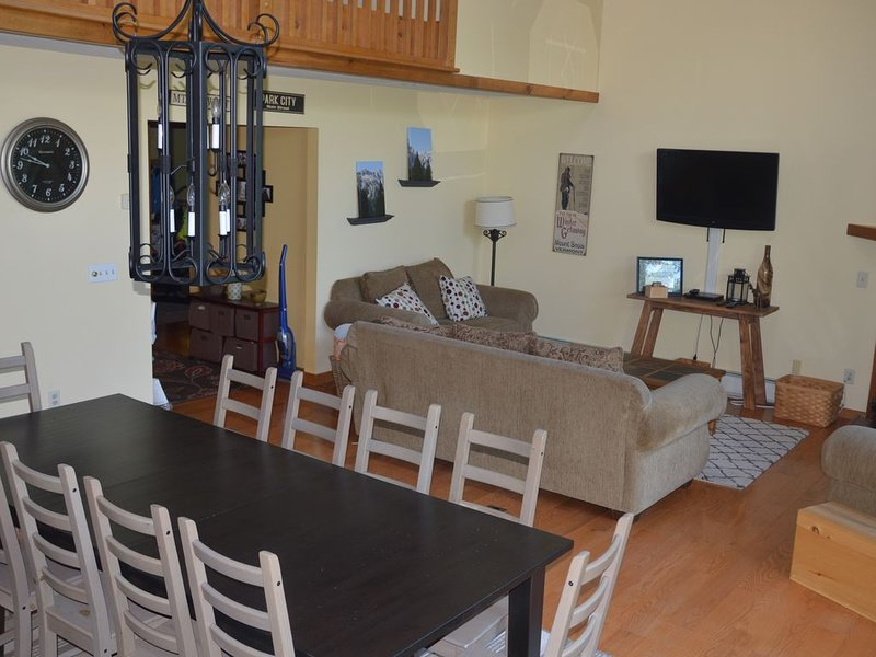 Views of Mount Snow, sleeps 10, free 5 min shuttle ride to mountain, location de vacances à Dover