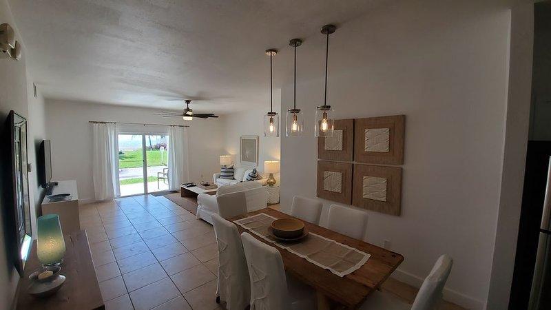 'DOUBLE DATE AT THE BEACH' Oceanside 2 Bedroom / 2 Bath, alquiler de vacaciones en Bimini